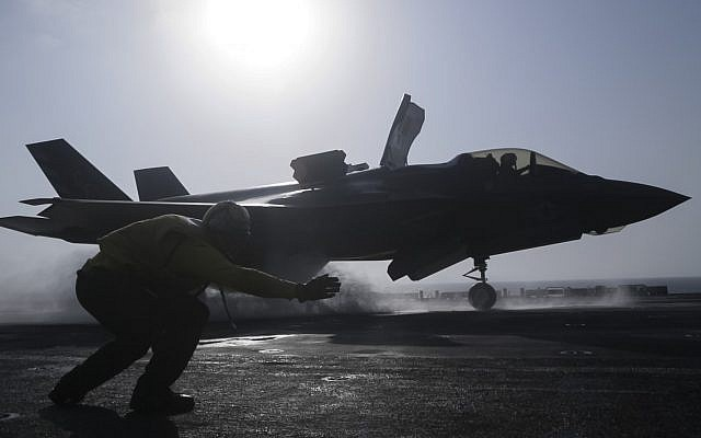 A US Navy airman launches an F-35B Lightning II from the assault ship USS Essex, Sept. 27, 2018. (US Marine Corps photo by Cpl. Francisco J. Diaz Jr./US Navy via AP)