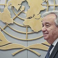 United Nations Secretary-General Antonio Guterres awaits the arrival of Netherland's foreign minister at UN headquarters, May 23, 2019. (AP Photo/Bebeto Matthews)