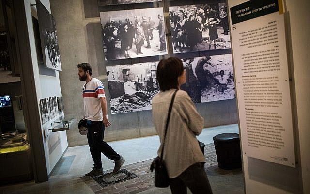Visitors at Yad Vashem in Jerusalem on April 28, 2019 (Hadas Parush/Flash90)