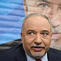 Yisrael Beytenu party leader Avigdor Liberman holds a press conference following the dissolving of the Knesset, and ahead of the new elections, in Tel Aviv, on May 30, 2019. (Flash90)