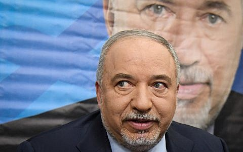 Yisrael Beytenu party leader Avigdor Liberman holds a press conference following the dissolving of the Knesset,and ahead of the new elections, in Tel Aviv, on May 30, 2019. (Flash90)