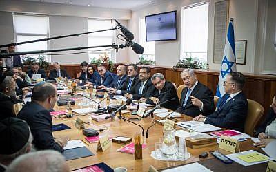 Prime Minister Benjamin Netanyahu leads the weekly cabinet meeting, at the Prime Minister's office in Jerusalem, June 2, 2019. (Yonatan Sindel/Flash90)
