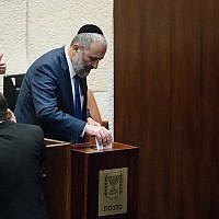 Interior Minister Aryeh Deri casts his vote on the next State Comptroller in the plenum hall of the Knesset in Jerusalem, June 3, 2019. (Yonatan Sindel/Flash90)