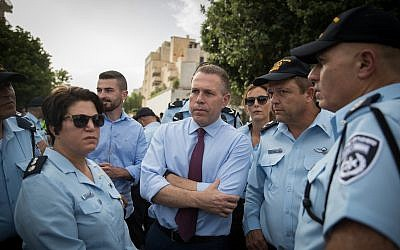 Public Security Minister Gilad Erdan (C) with police officers at the annual Gay Pride Parade in Jerusalem, on June 6, 2019. (Yonatan Sindel/Flash90)