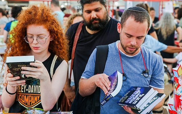 Looking for a book to buy at the 2019 Hebrew Book Week in Tel Aviv's Rabin Square.(Courtesy Flash 90)