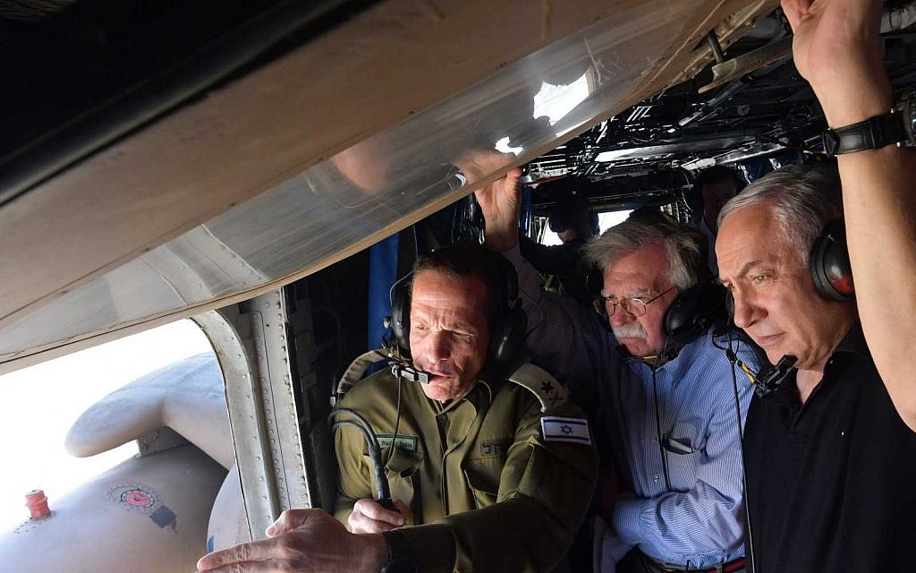 US National Security Adviser John Bolton, (2nd L) tours the Jordan Valley with Prime Minister Benjamin Netanyahu via helicopter on June 23, 2019. (Haim Zach/GPO)