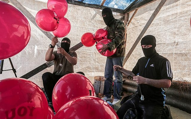 Palestinians prepare incendiary balloons near the city of Jabalia in the Gaza Strip, June 25, 2019. (Hassan Jedi/Flash90)