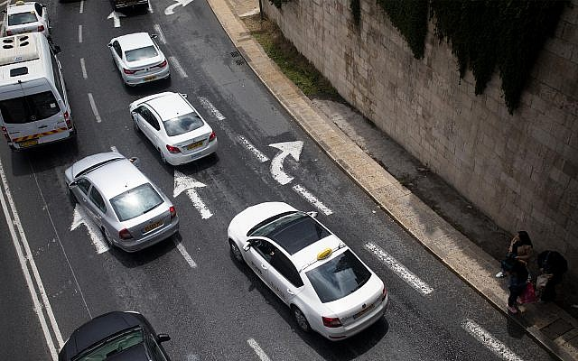 Illustrative: vehicles in a traffic jam in Jerusalem, April 21, 2019. (Yonatan Sindel/Flash90)
