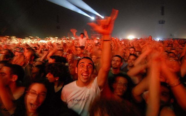 Israeli fans dance during the Roger Waters 'The Wall' concert at Neveh Shalom, a mixed Arab-Jewish town. June 22, 2006 (Guy Assayag /Flash90)
