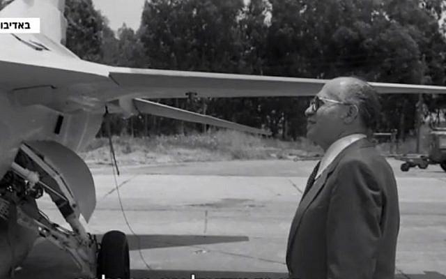 Former Israeli Prime Minister Menachem Begin inspects an F-16 fighter jet (Screencapture/Channel 12)