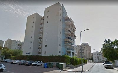 An apartment building on Steinberg street in Beersheba. (screen capture: Google Maps Street View)