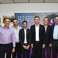 Israel's economy & trade minister Eli Cohen, center-right, with the winners of the tender to run the Sparks foodtech incubator in Kiryat Shmona, OurCrowd, Finistere Ventures, Tempo and Tnuva (Courtesy)