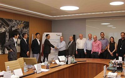 Officials from Harel Insurance Investments & Financial Services Ltd. and Japanese insurance corporation Tokio Marine Holdings Inc. sign accord to join forces in scouting for cutting edge Israeli tech; Ramat Gan, July 24, 2019 (Batia Mor)