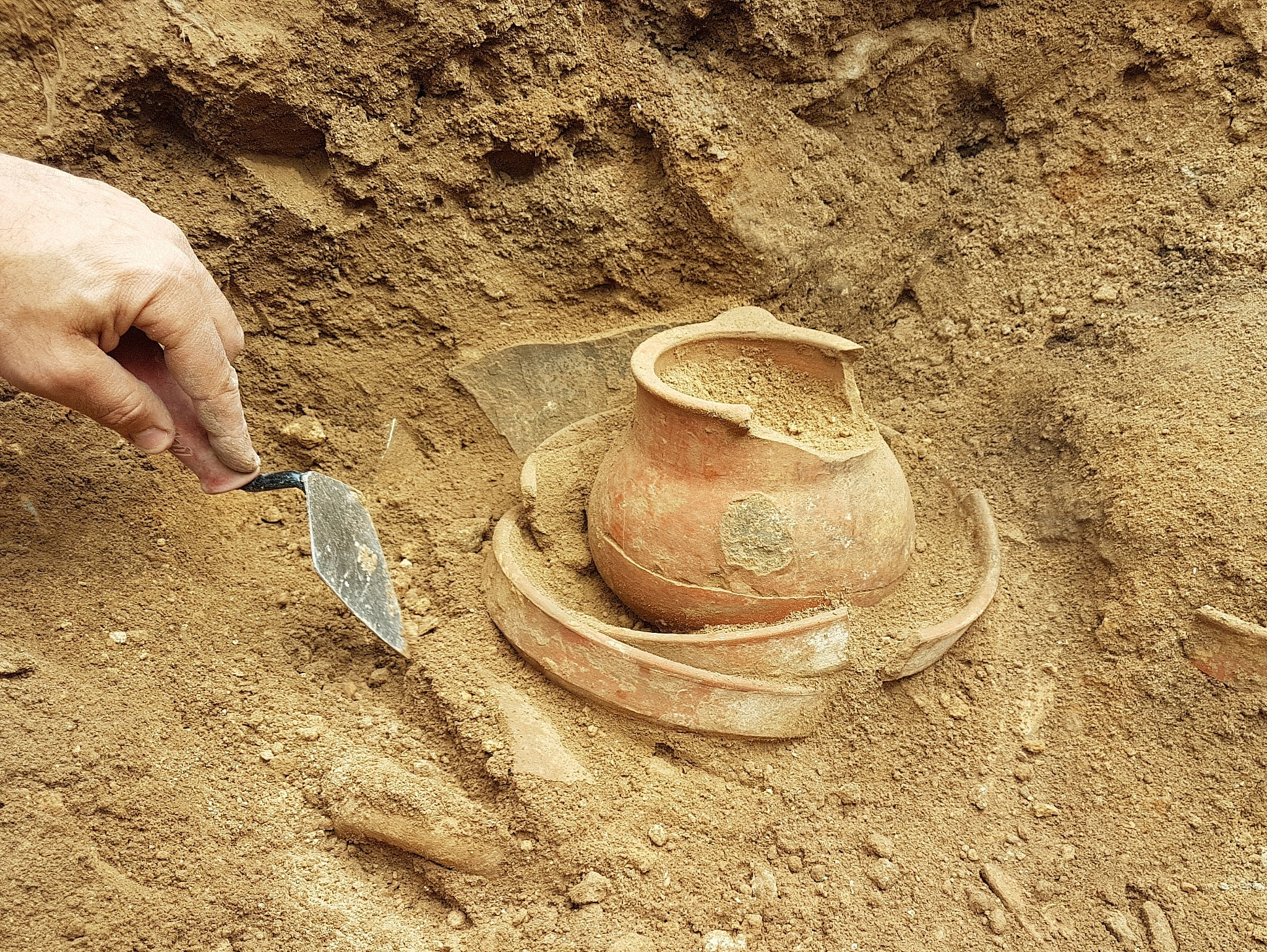 Pottery from Khirbet a-Ra'i, which archaeologists have identified as biblical Ziklag. (Excavation expedition to Khirbet a-Ra'i)