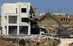 Israeli security forces razing one of the Palestinian buildings in the West Bank village of Dar Salah, adjacent to the Sur Baher area which straddles the West Bank and Jerusalem, July 22, 2019 shows. (Ahmad GHARABLI/AFP)