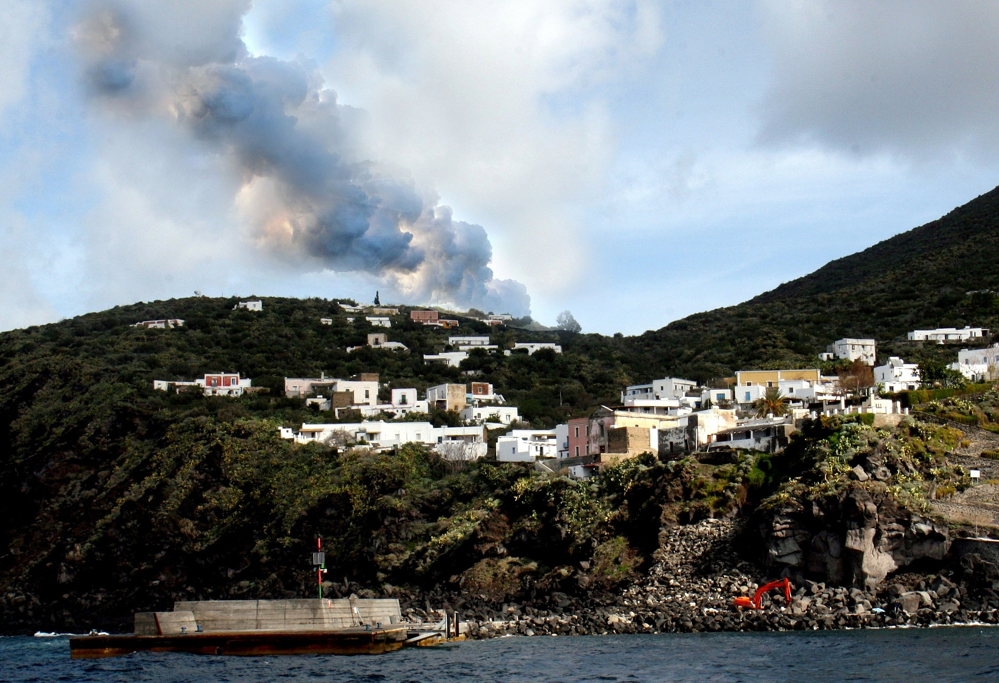 Tourist killed as volcano erupts on Sicily's Stromboli island