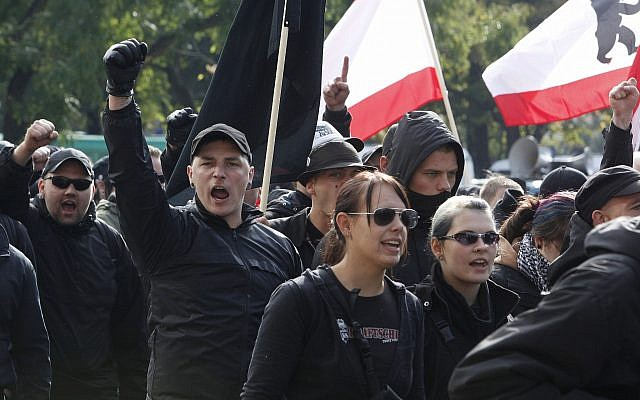 Neo-Nazis protest in Berlin, October 10, 2009. (AP Photo)