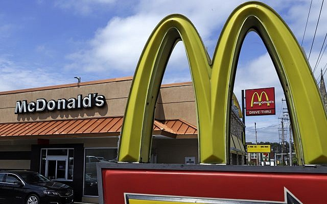 Illustrative: A McDonald's restaurant in Pittsburgh, Pennsylvania, April 2019 (AP Photo/Gene J. Puskar)