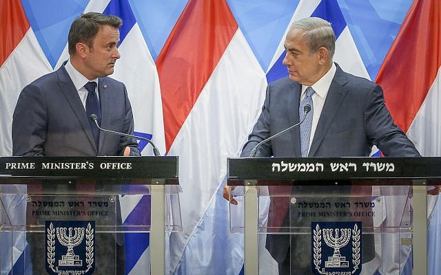 Prime Minister Benjamin Netanyahu (R) holds a press conference with Prime Minister of Luxembourg Xavier Bettel at the Prime Minister's Office, in Jerusalem on September 12, 2016. (Marc Israel Sellem/POOL)