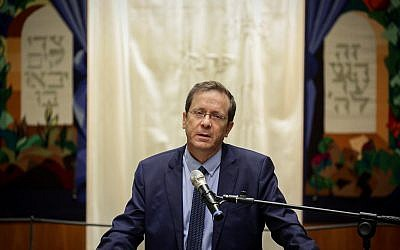 Head of the Jewish Agency Isaac Herzog attends a memorial service for the victims who were killed in shooting attack at Pittsburgh at a synagogue in Jerusalem, on October 29, 2018. (Aharon Krohn/Flash90)