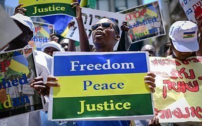 Sudanese nationals demonstrate in support of Sudan,outside the European Union Embassy in Tel Aviv, June 25, 2019 (Tomer Neuberg/Flash90)