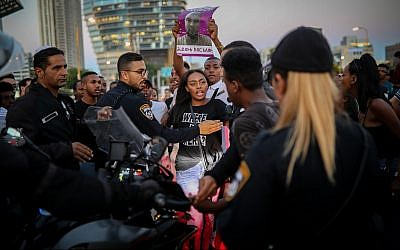 Ethiopian Israeli protestors demonstrate in Tel Aviv against the shooting of 19-year-old Solomon Tekah and what they say is systemic police brutality, July 2, 2019. (Hadas Parush/ Flash90)