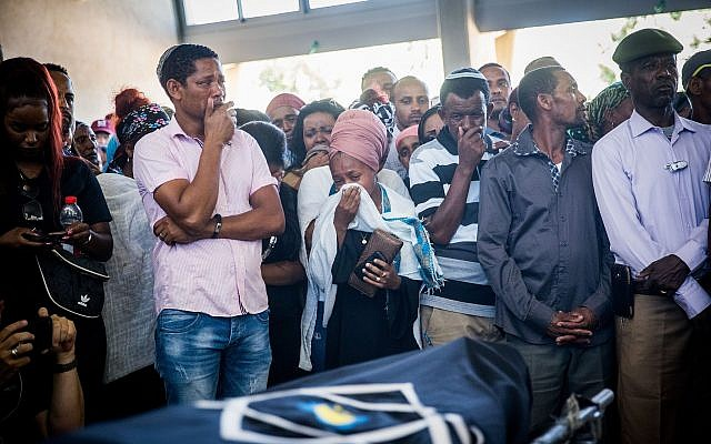 Family and friends mourn at the funeral of Solomon Tekah, in Kiryat Haim, on July 2, 2019 (Yonatan Sindel/Flash90)