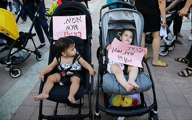 Parents and their children protest against the abuse of children and infants in kindergartens in Israel in the southern city of Ashdod, July 7, 2019. (Flash90)