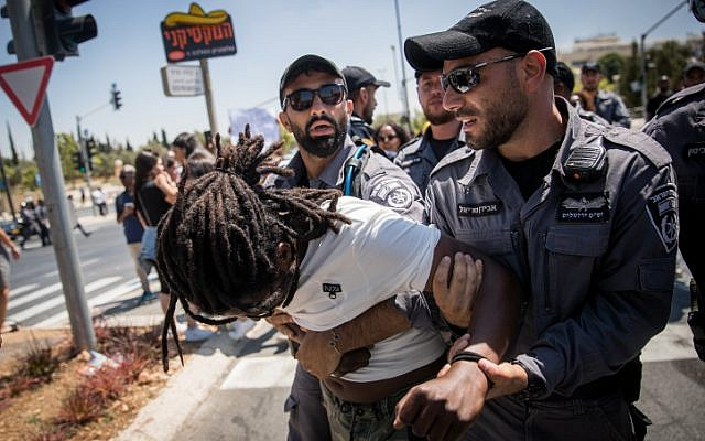 Police detain protesters as Ethiopians and supporters demonstrate against police violence and discrimination following the death of 19-year-old Ethiopian, Solomon Tekah who was shot and killed few days ago in Kiryat Haim by an off-duty police officer, in Jerusalem, July 15, 2019. (Yonatan Sindel/Flash90)
