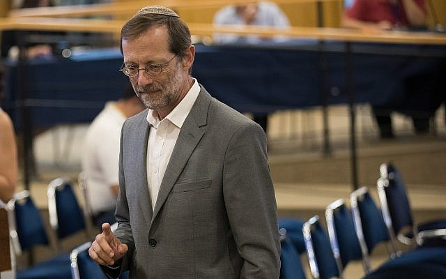 Zehut leader Moshe Feiglin submits his party's list of candidates to the Central Elections Committee at the Knesset on July 31, 2019. (Yonatan Sindel/Flash90)