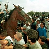 A police officer on horseback amid an Israeli Arab crowd during clashes early in the Second Intifada, on October 20, 2000. (Flash90)