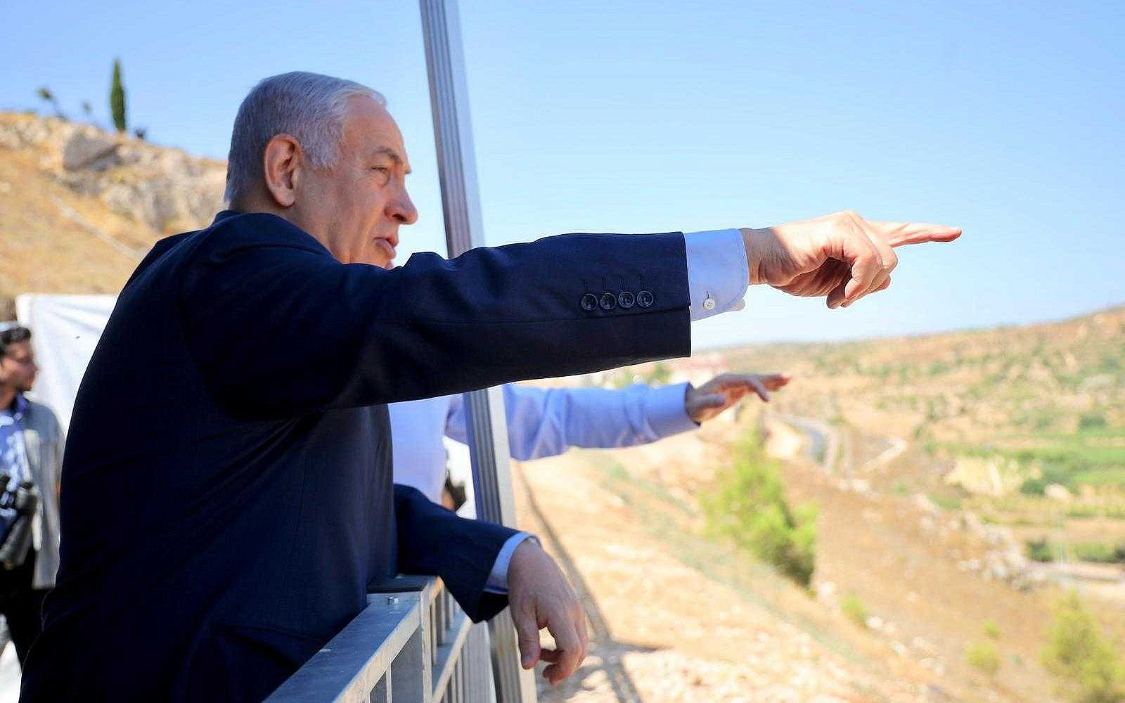 Prime Minister Benjamin Netanyahu inaugurates a new promenade in the West Bank settlement of Efrat on July 31, 2019. (Courtesy)