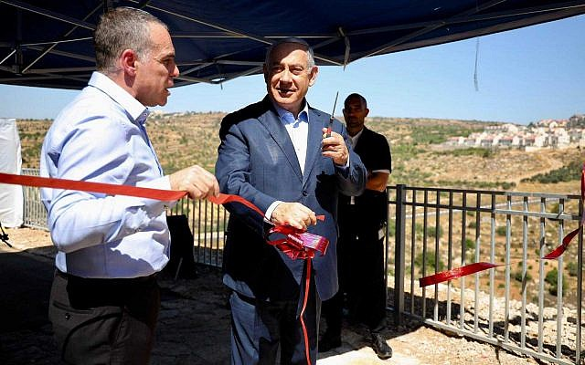 Prime Minister Benjamin Netanyahu inaugurates a new promenade in the West Bank settlement of Efrat on July 31, 2019, alongside Efrat Mayor Oded Revevi. (Courtesy)