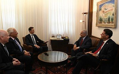 Prime Minister Benjamin Netanyahu (2nd from right) meets at his Jerusalem office with the ambassador to the US, Ron Dermer (right); White House adviser Jared Kushner (center); US Ambassador David Friedman (second left); and special envoy Jason Greenblatt, on July 31, 2019. (Kobi Gideon/GPO)