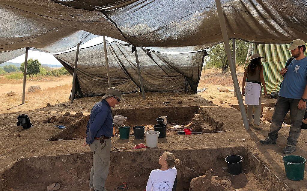 Archaeologist Aren Maeir left) supervises at a 830 BCE destruction layer at the Tell es-Safi/Gath Archaeological Project, July 2018. (Amanda Borschel-Dan/Times of Israel)