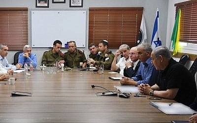 Prime Minister Netanyahu and Finance Minister Kahlon meet with council heads from the area adjacent to the Gaza Strip on July 3, 2019. (Ariel Hermoni / Defense Ministry)