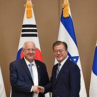 President Reuven Rivlin (left) meets with President Moon Jae-in of South Korea in Seoul, July 15, 2019 (Kobi Gideon/GPO)