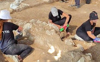 Local youth participate in the excavation of a very early 7th-8th century mosque near Rahat ahead of a neighborhood expansion, July 2019. (Anat Rasiuk/Israel Antiquities Authority)