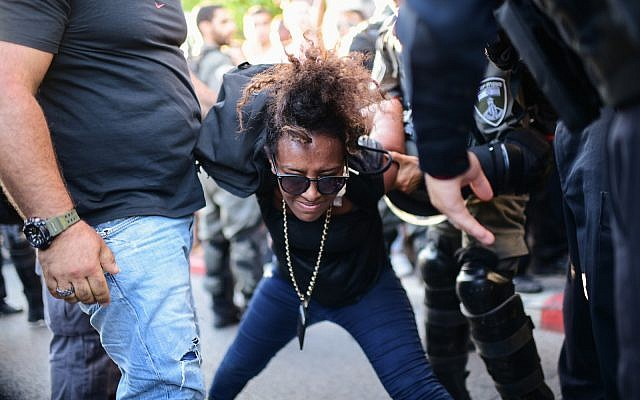 Police detain protesters at a rally against police violence following the death of 19-year-old Solomon Tekah in Tel Aviv, July 3, 2019. (Neuberg/Flash90)