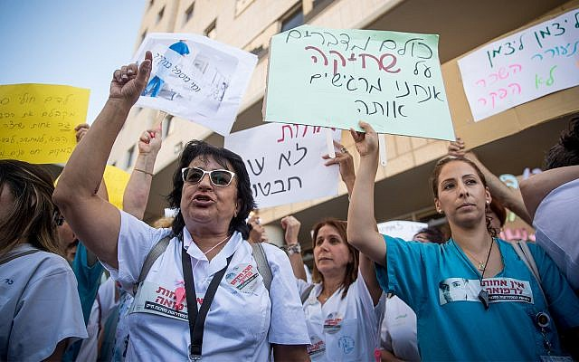Nurses protest against their work conditions outside the Health Ministry in Jerusalem July 22, 2019. (Yonatan Sindel/Flash90)