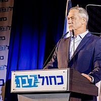 Blue and White leader Benny Gantz addressing party activists in Shefayim, July 14, 2019. (Jane Peimer)
