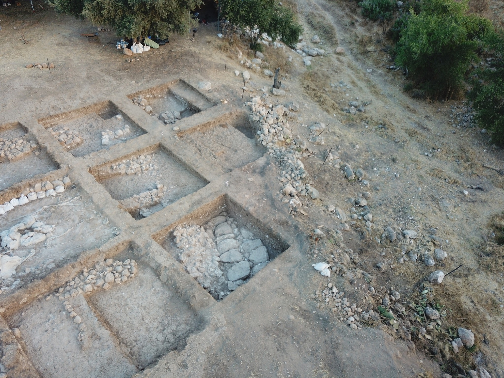 Aerial view of Iron I fortifications in the eastern lower city of Gath. (Aren Maeir/Tell es-Safi/Gath Archaeological Project)