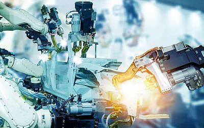 Illustrative image of IoT, smart factory , industry 4.0 tech, robot arm (Ekkasit919; iStock by Getty Images)