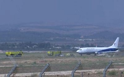 An Electra Air Boeing 737 plane after a safe landing at Ben Gurion Airport amid an emergency situation because of a blown tire. (Channel 12 screen capture)