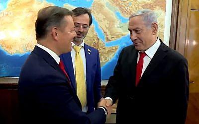 Prime Minister Benjamin Netanyahu (R) greets Oleh Lyashko of the Ukrainian Radical Party on July 10, 2019 in Jerusalem (Screencapture/Twitter)
