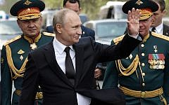 Russian President Vladimir Putin (C), Commander of the Western Military District Colonel General Alexander Zhuravlyov (R) and Russian Defense Minister Sergei Shoigu after the parade of the Russian fleet as part of the Navy Day celebration, in Saint Petersburg, on July 28, 2019. (Alexey Nikolsky/Sputnik/AFP)