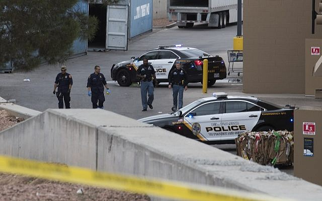 El Paso police and FBI continue to investigate the crime scene of the Cielo Vista Mall Walmart shooting on August 6, 2019. (Mark Ralston/AFP)