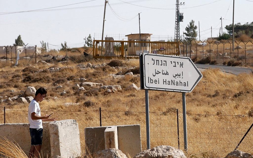 A sign shows the way to the israeli settlement of Ibei Hanahal near the Palestinian village of Kissan south the Israel-occupied West Bank town of Bethlehem, on August 6, 2019. (HAZEM BADER / AFP)