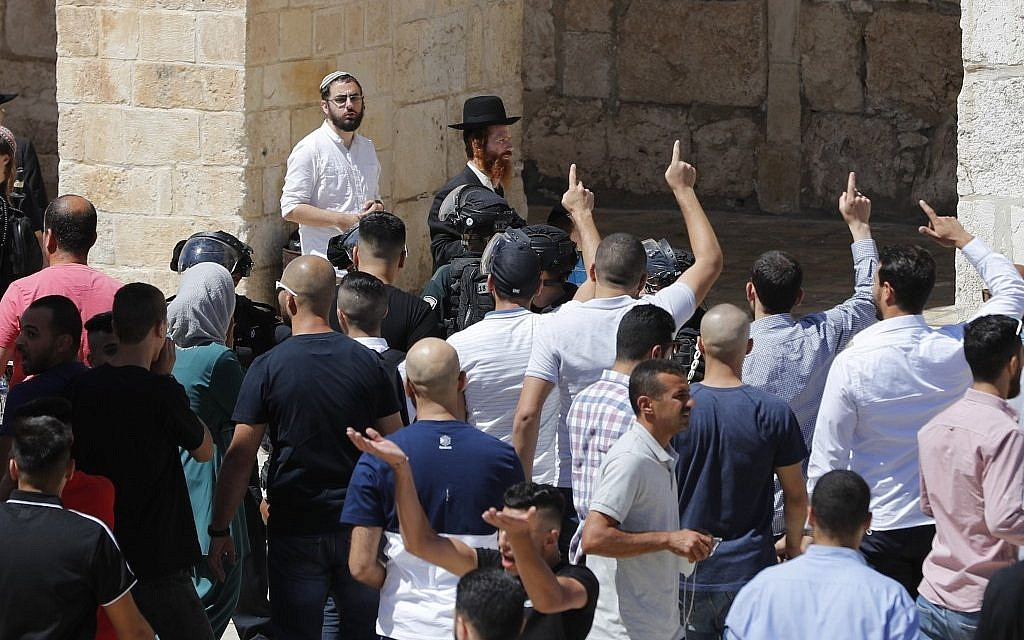 Jew Detector: Police Allow Jews Back Onto Temple Mount Following Clashes