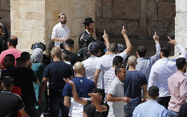 Palestinian Muslims shout at Jews at the Temple Mount in the Old City of Jerusalem on August 11, 2019, during the overlapping Jewish and Muslim holidays of Tisha B'Av and Eid al-Adha. (Photo by Ahmad GHARABLI / AFP)